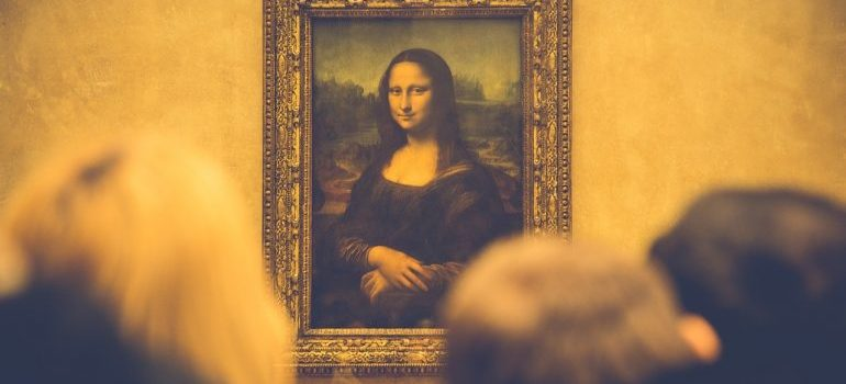 People looking at Mona Lisa.