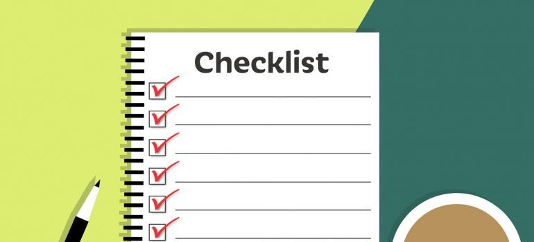 downsize your home before moving - a checklist