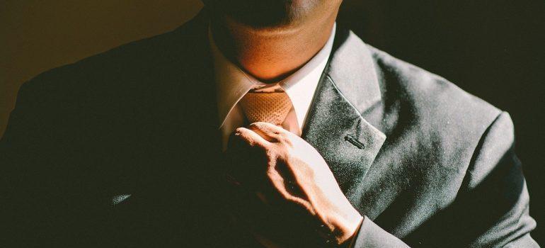 tighning a tie