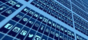 Social networks for staying in touch after a long distance move - social netwoork apps