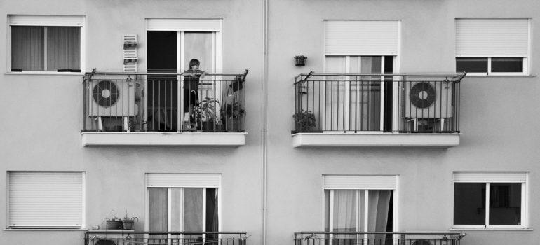 -neighbors talking on the terase