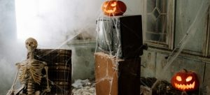 skeleton-pumpkin-decorated-room
