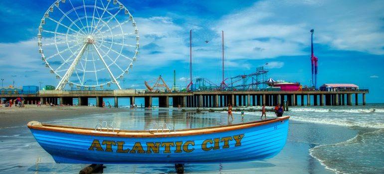 Atlantic city eye and a boat with Atlantic city inscription