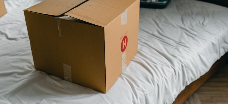 Moving box on bed