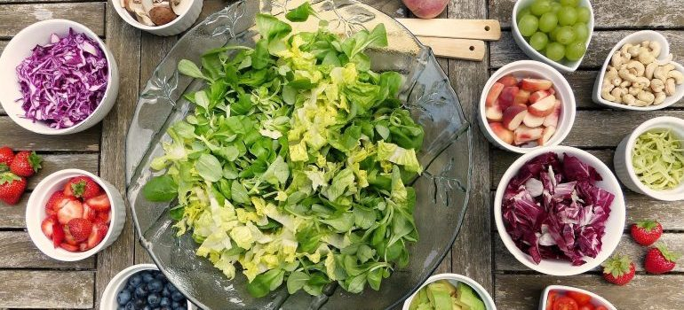 A salads with many ingredients is a great quick summer meal ideas for the moving day